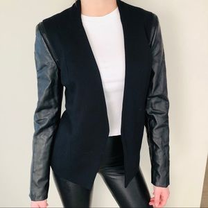 Faux leather sleeves blazer